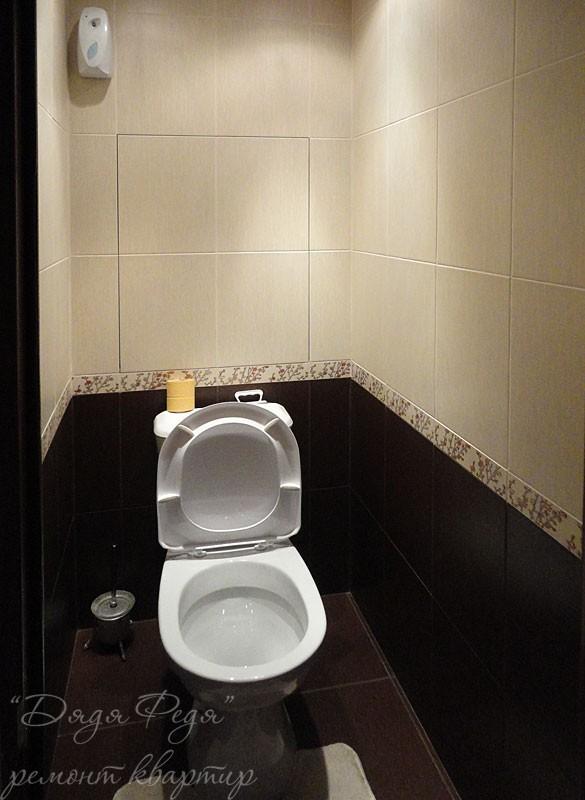 Темная плитка в туалете дизайн