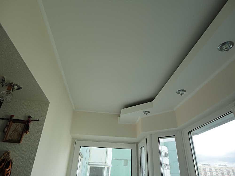 При этом сносится подоконный блок , а окно меняется на стеклянную дверь или просто остаётся свободное пространство.
